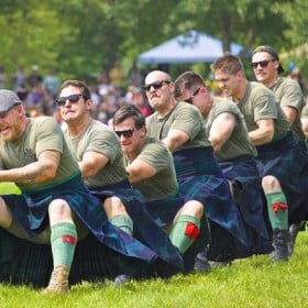 Soldiers with The Black Watch (Royal Highland) Regiment of Canada, pulling against the competition for the Highland Regiments tug-of-war trophy at the 2014 Glengarry Highland Games in Maxville, Ontario. Flickr/Creative Commons photo by Jamie McCaffrey.
